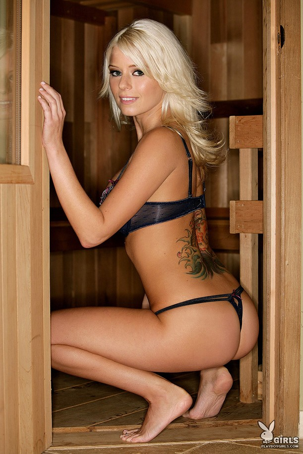 Amber Jay in sauna
