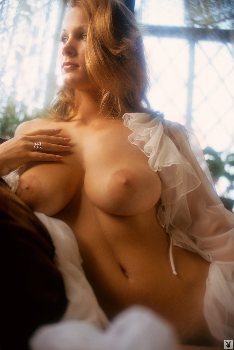 Nancy Cameron – Playmate of January 1974 Nancy Cameron playboy playmate vintage