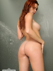 Kamila Hermanova in the shower