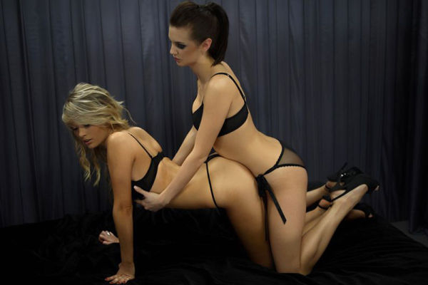 Girls in Kamasutra Sex Positions couple kamasutra lesbians sex positions