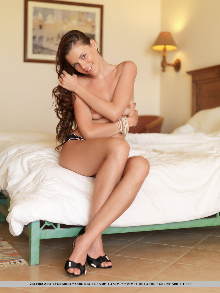 Valeria strips on bed