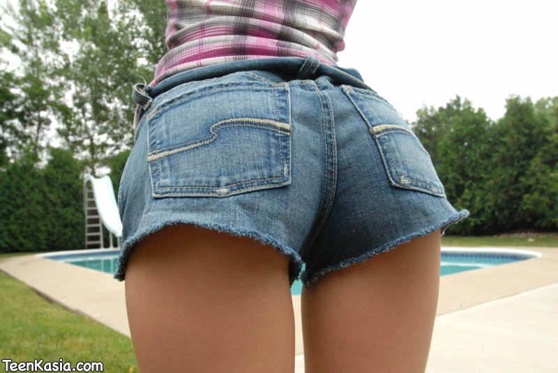 Teen Kasia in jeans shorts blonde jeans shorts polish teen Teen Kasia