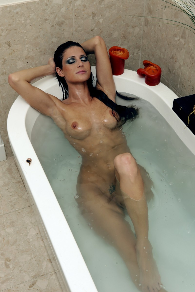 Jenni Lee in the bath
