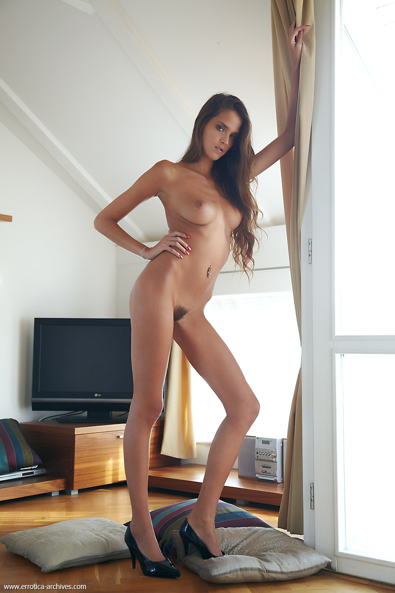 Silvie naked in high heels