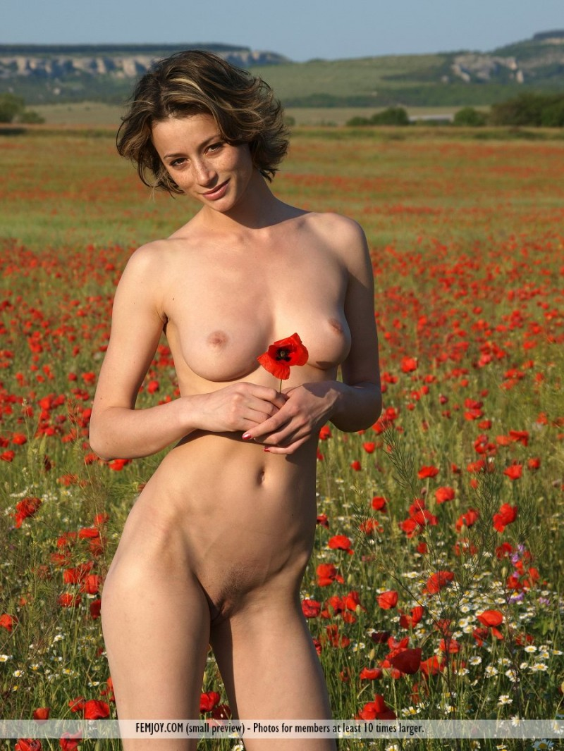 Nastiya on poppy field