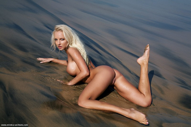 Victoria Cruz on the Beach beach blonde seaside veronica simon victoria cruz