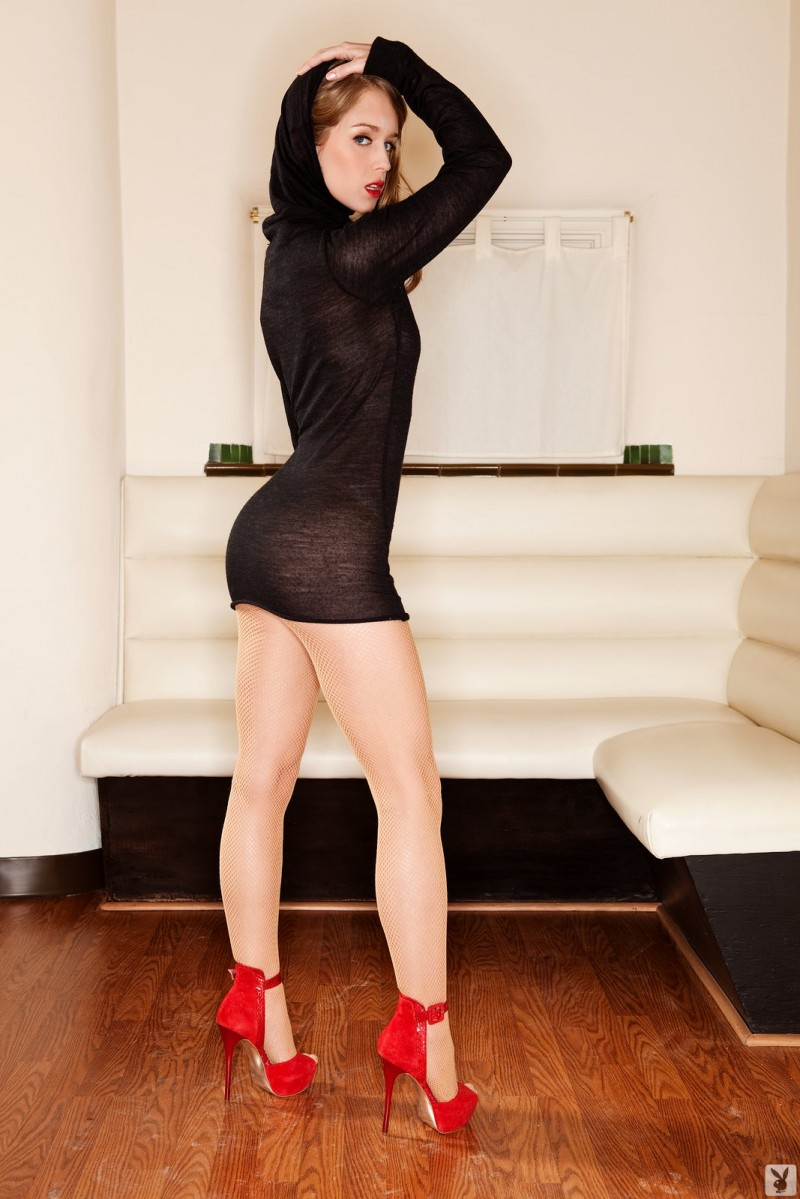 Laura Lynn in red high heels