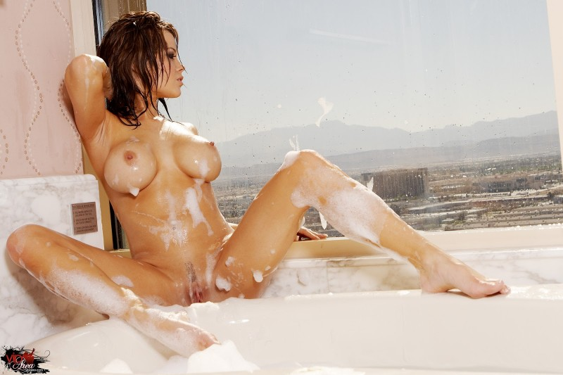 Brea Lynn in bath bath big tits Brea Lynn wet