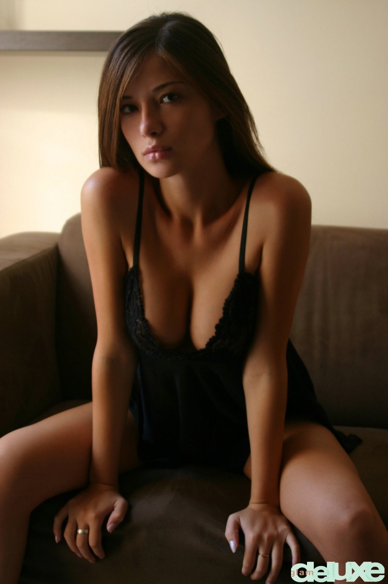 Selma in black nighty