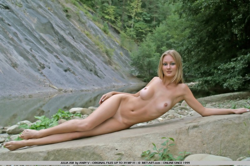 Julia Am – The bosom of nature big tits blonde Julia Am nude public