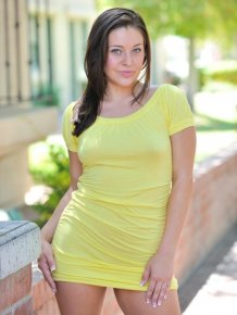 Gracie Glam in yellow dress