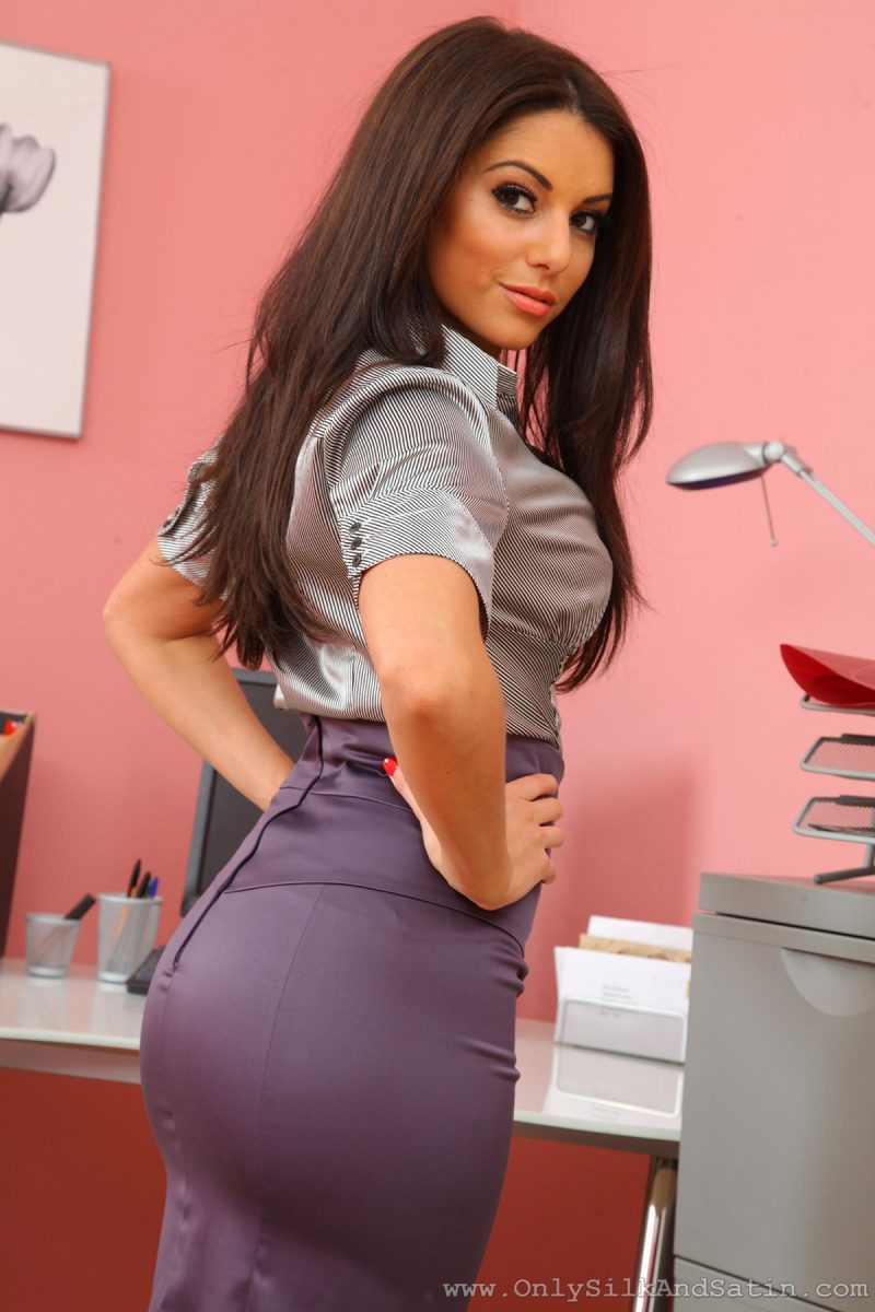 Charlotte Springer – Hot secretary