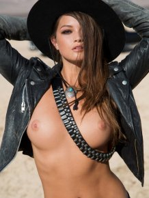 Chelsie Aryn in the desert vol.2