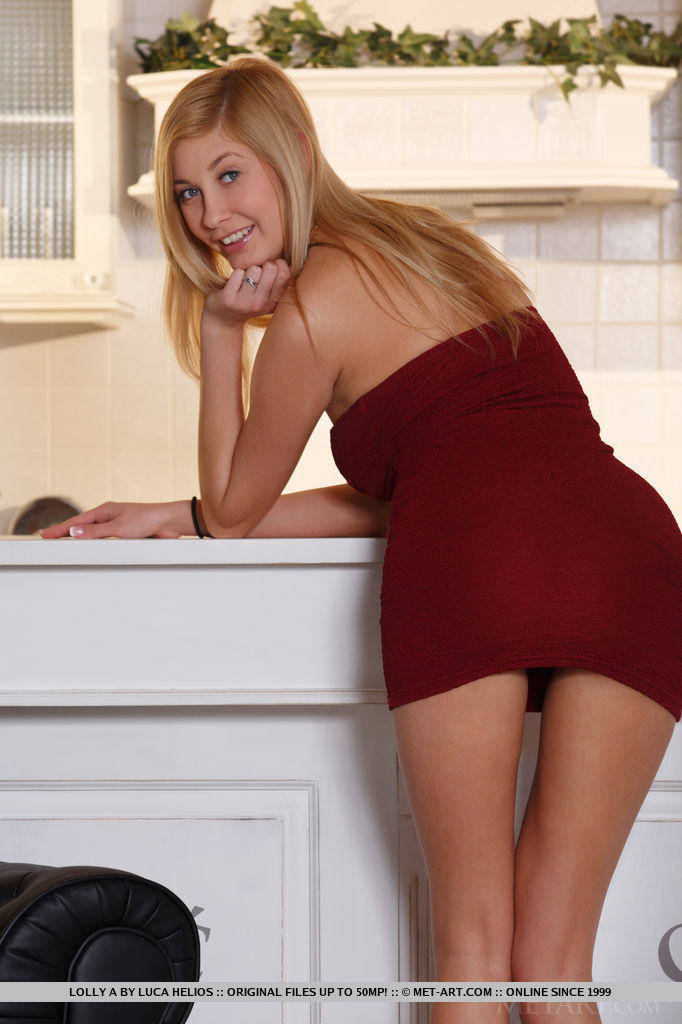 Holly Anderson in short dress blonde holly anderson Pretty Ladies