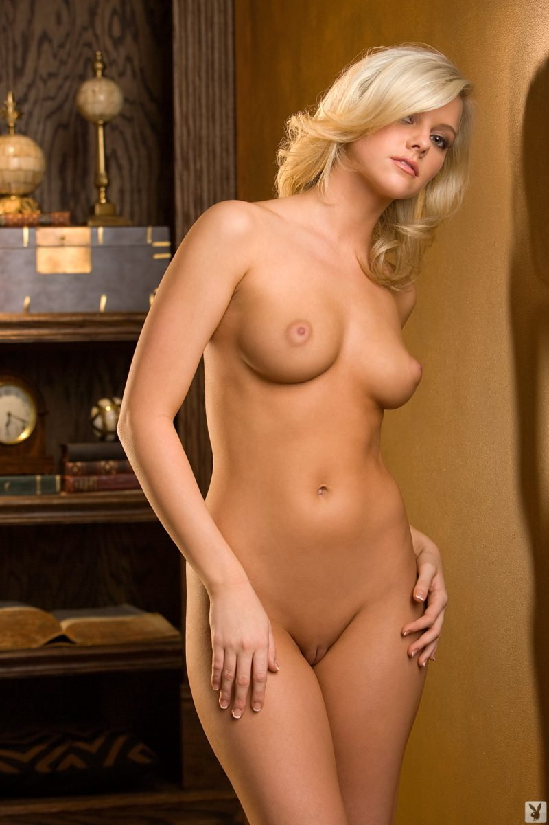 Lindsey Gayle Evans – Playmate of October 2009 blonde Lindsey Gayle Evans playboy Super Chicks