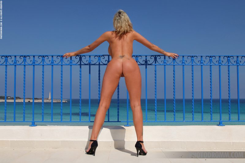 Holly Henderson – Sea view terrace big boobs blonde boobs holly henderson seaside sunglasses