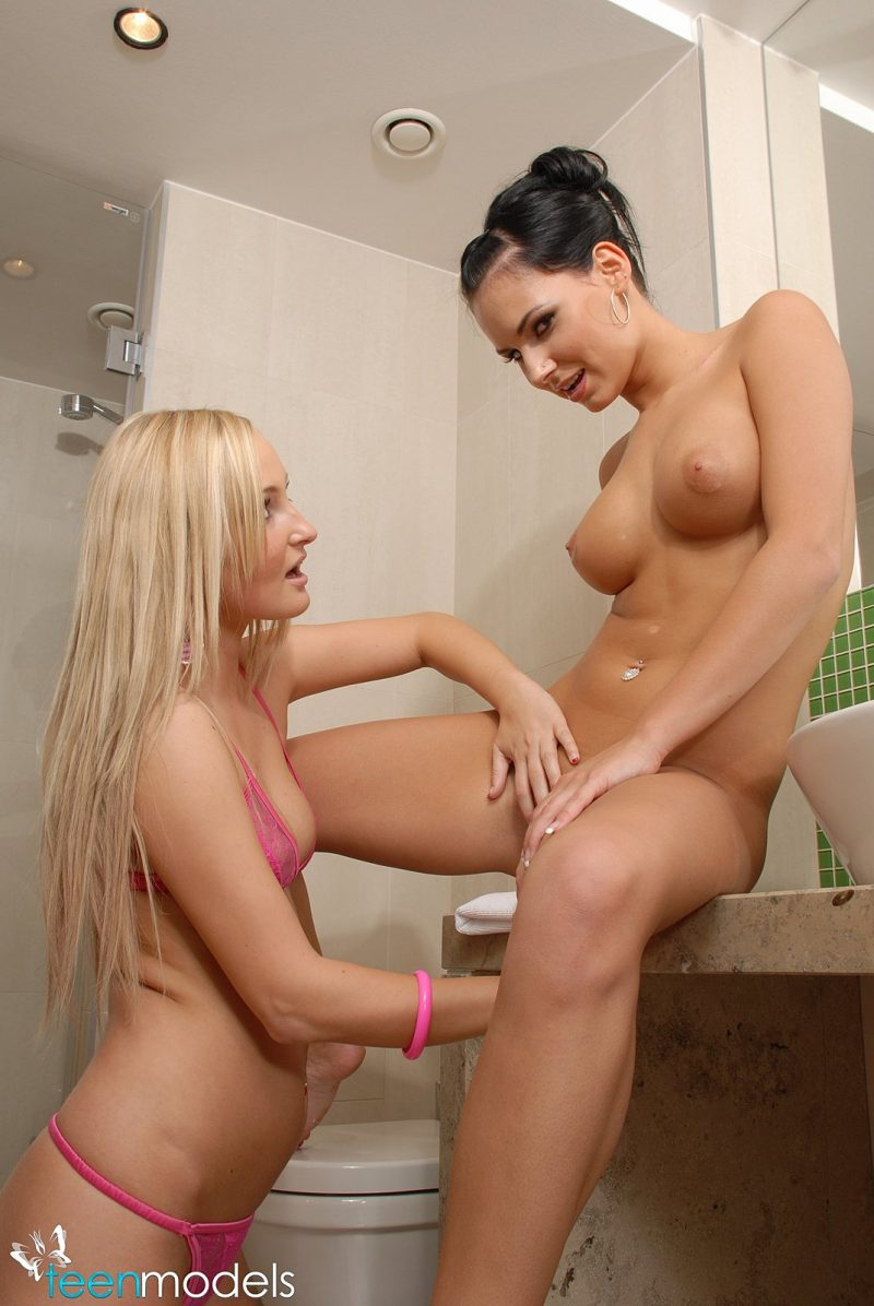 Carie & Diamond in bathroom