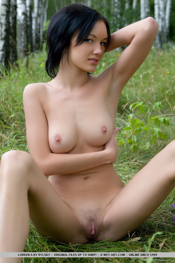 Loreen – Walk to the forest brunette Loreen Pretty Ladies