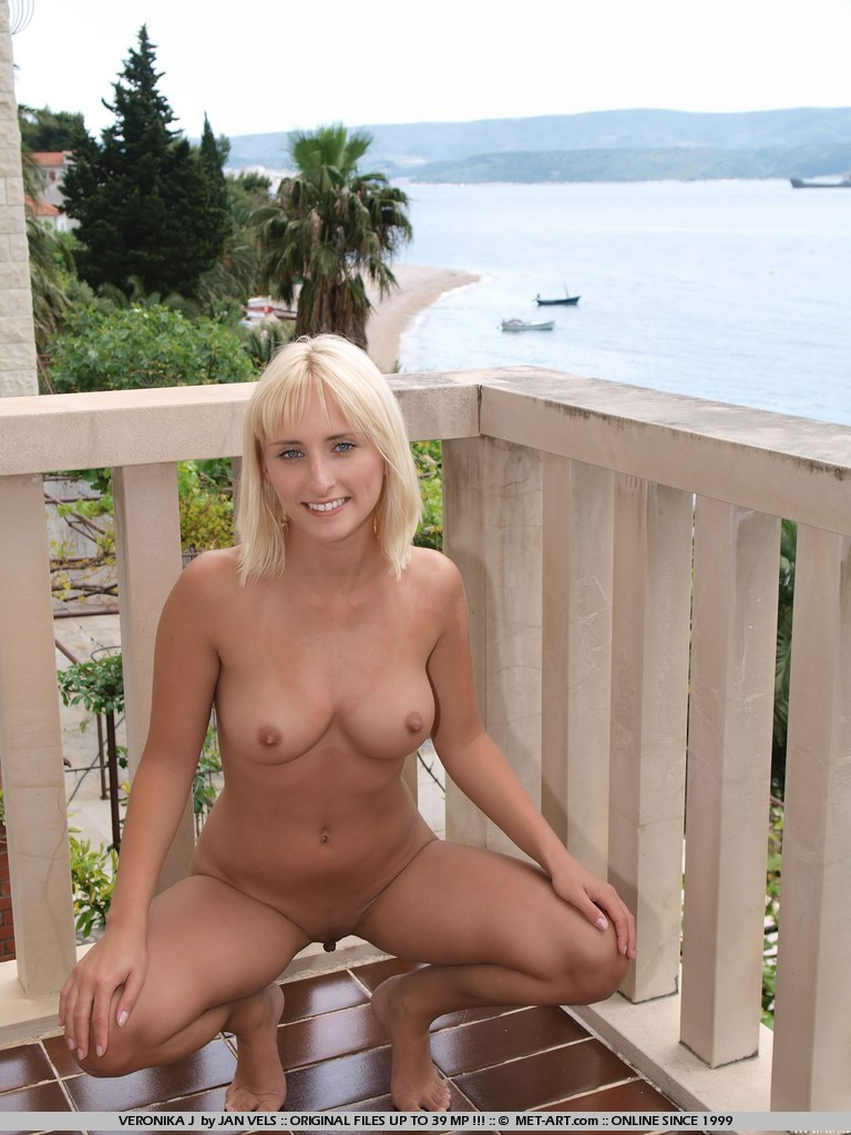 Serrenity On Balcony Sexypix Net