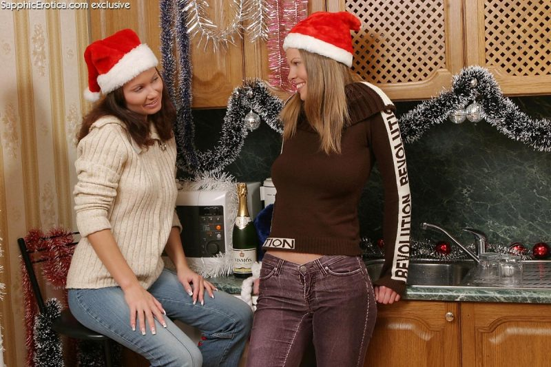 Kelly & Darci – Xmas fun