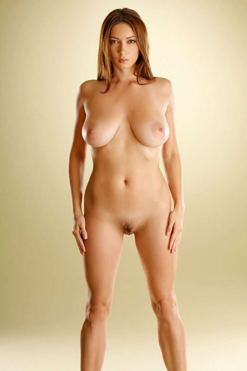 Victoria – Completely naked