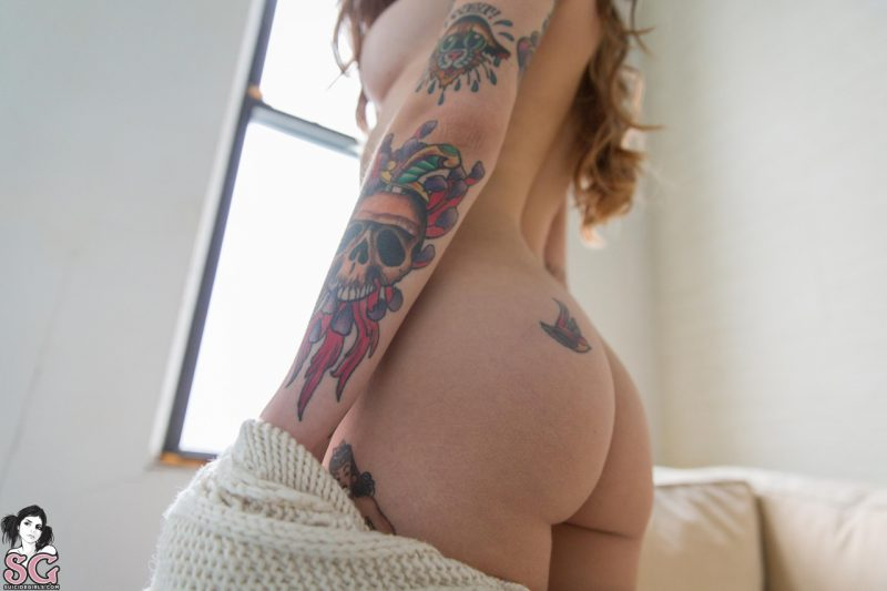 Dimples in long sweater dimples fetish suicide girls sweater tattoo