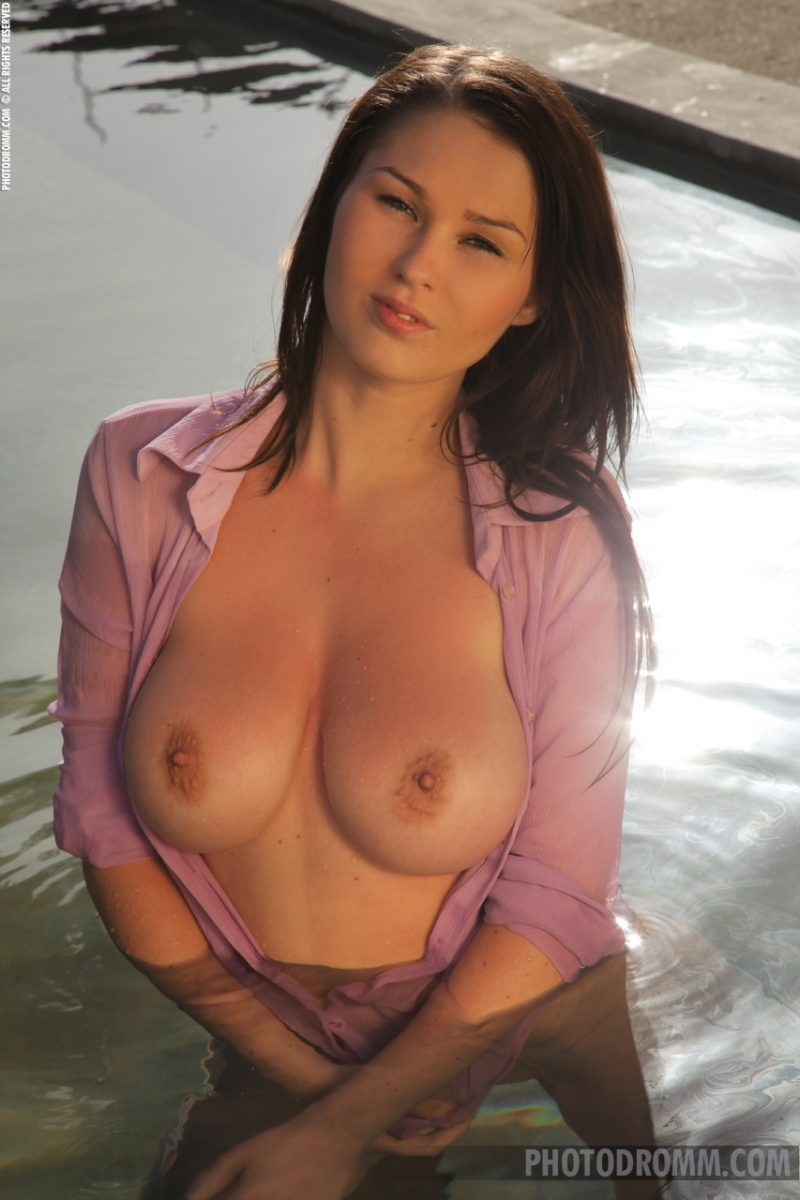 Antonia – Busty wet girl