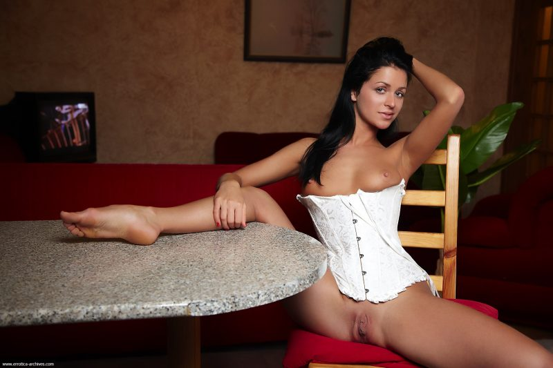 Gudrun in white corset brunette corset gudrun e holleen Pretty Ladies