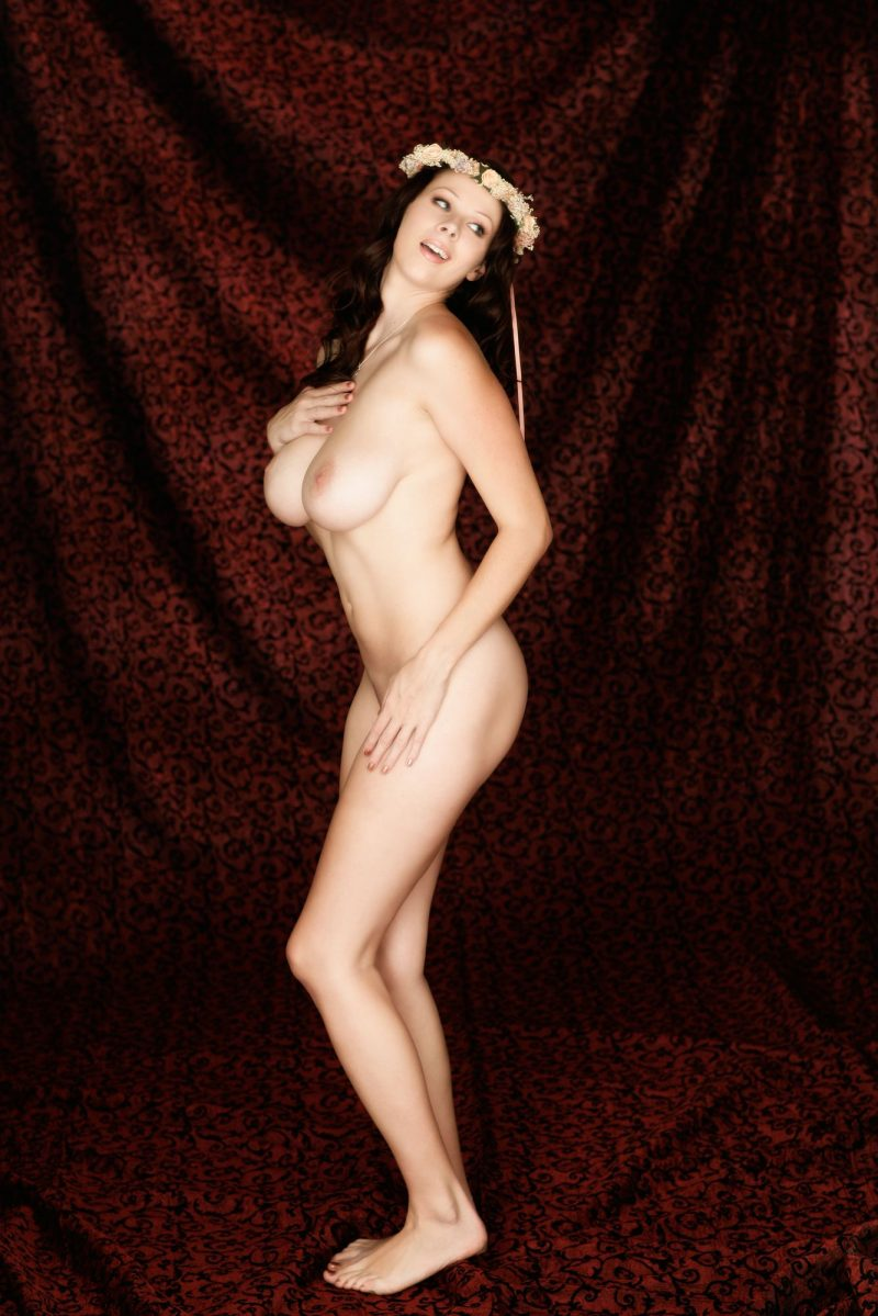 Gianna Michaels – Wreath on her head