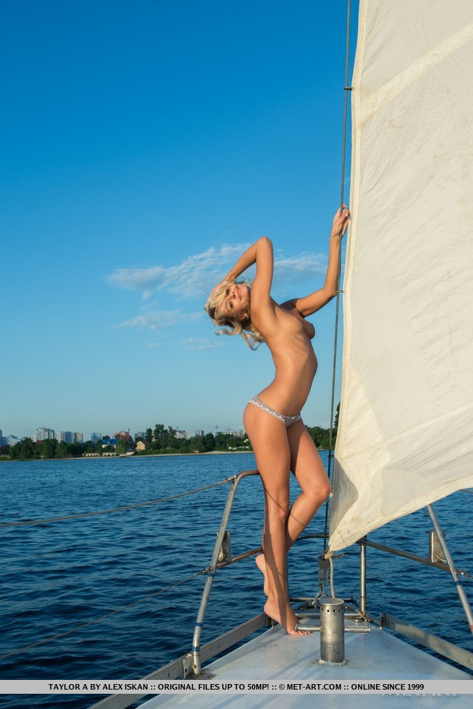 Nonna – Naked sailing