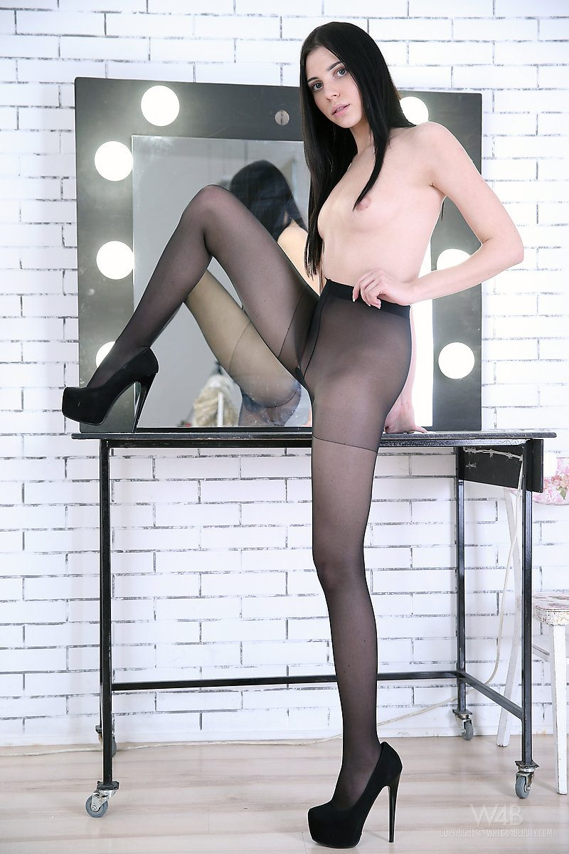 Amy Light in pantyhose amy light brunette fetish high heels mirror pantyhose