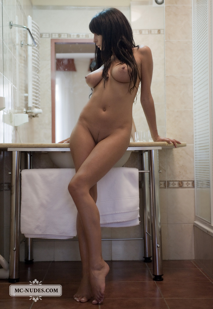 Anna Jachniewicz in bathroom Anna Jachniewicz bathroom big tits brunette polish