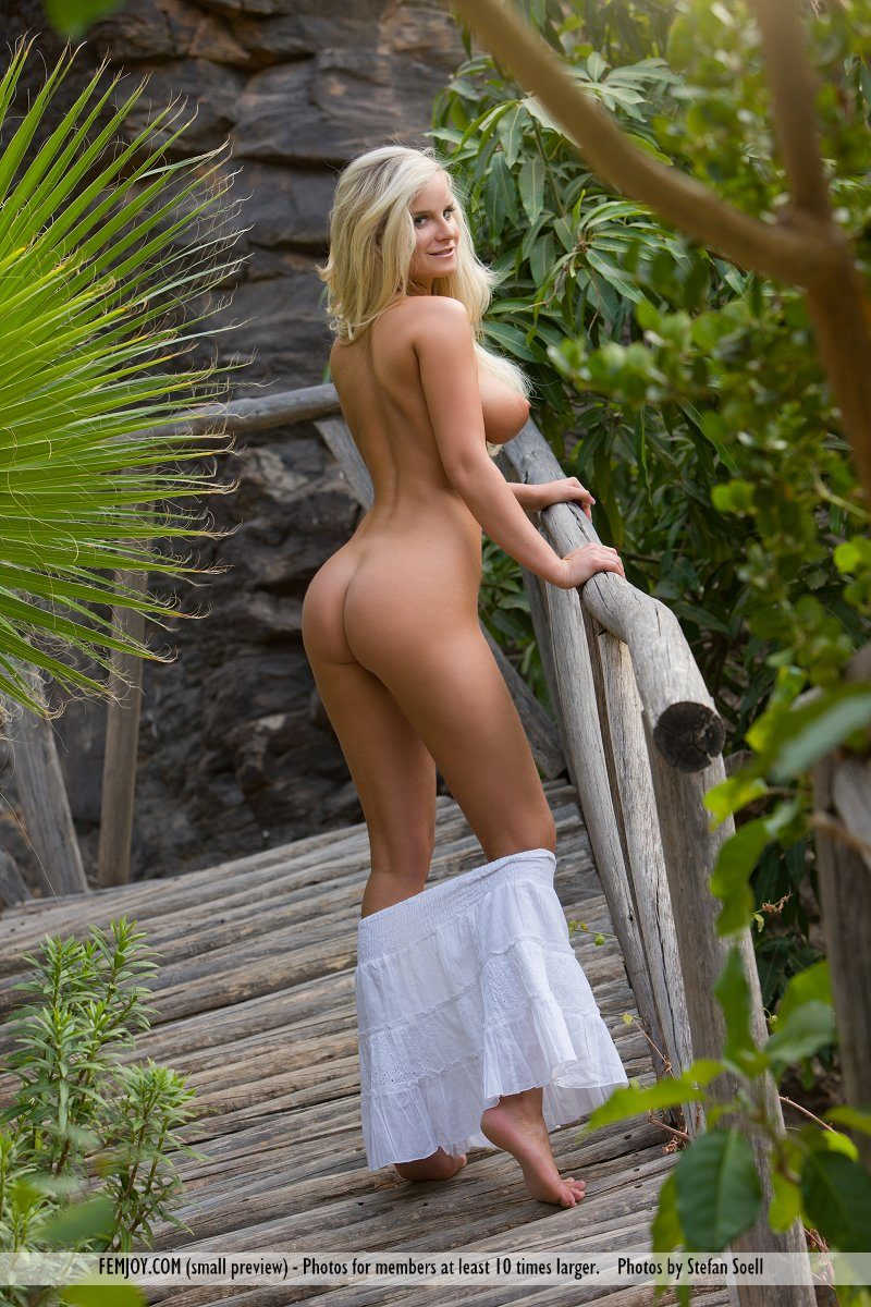 Marry Queen in white skirt big boobs blonde boobs Marry Queen