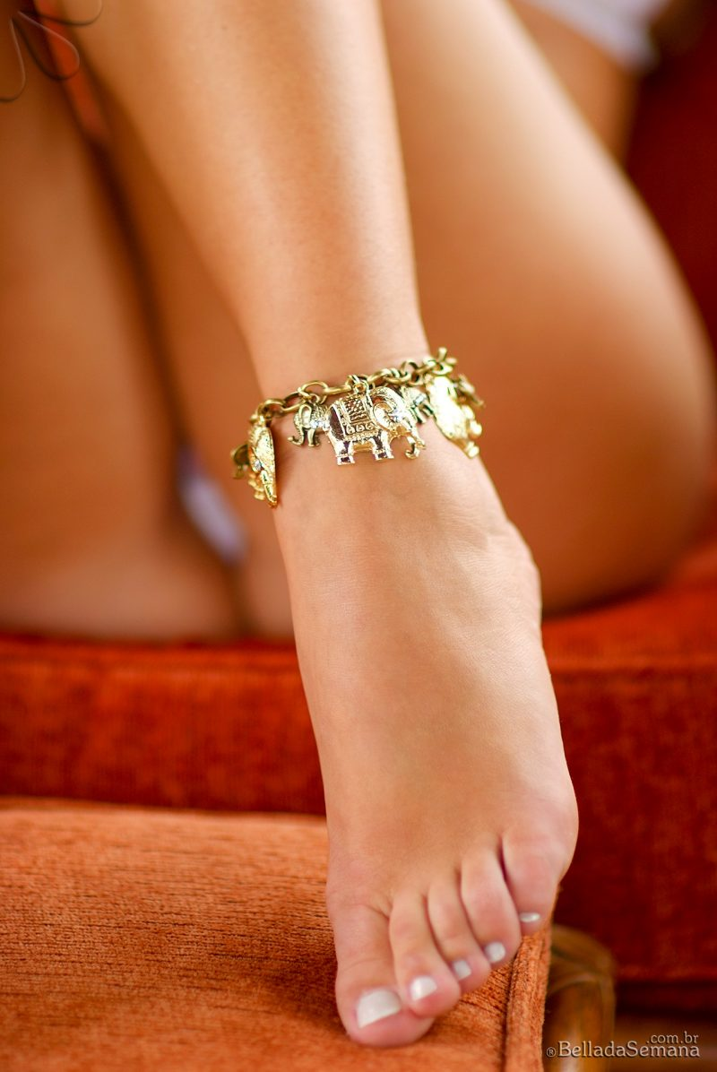 Veridiana Freitas – Golden foot bracelet brazilian Latina veridiana freitas