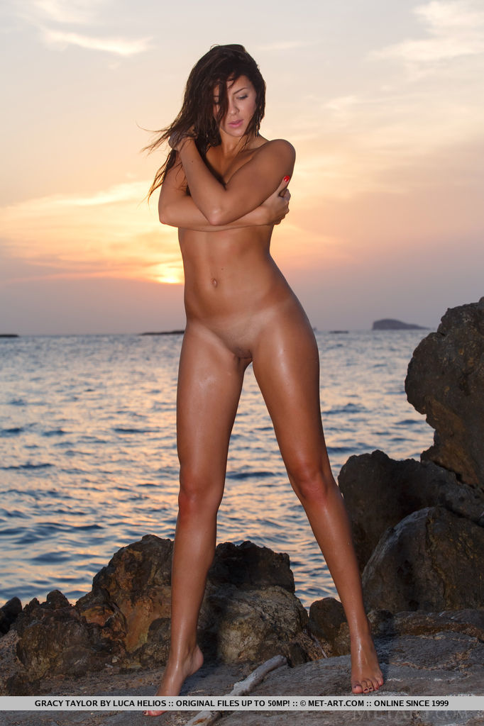 Gracy Taylor – Sunset by the sea Gracy Taylor small tits sunset Young girls