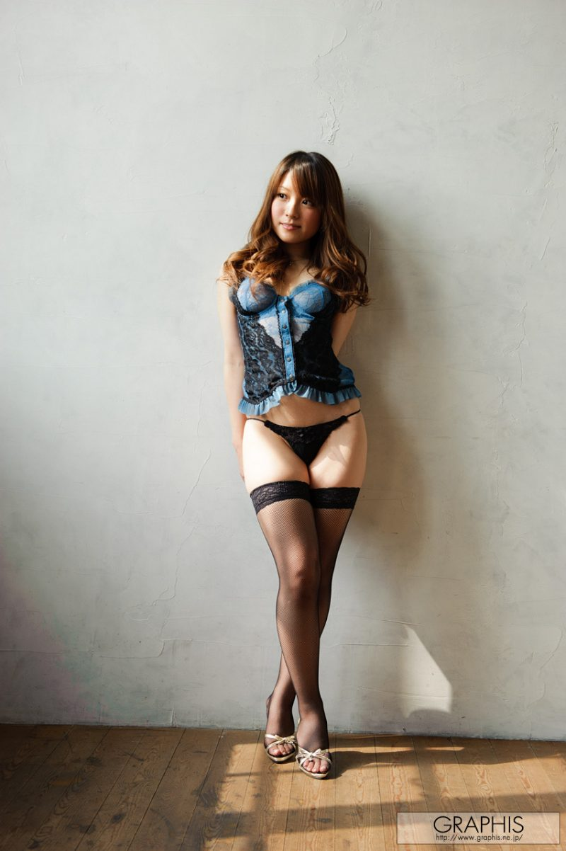 Yui Hinata in fishnet stockings