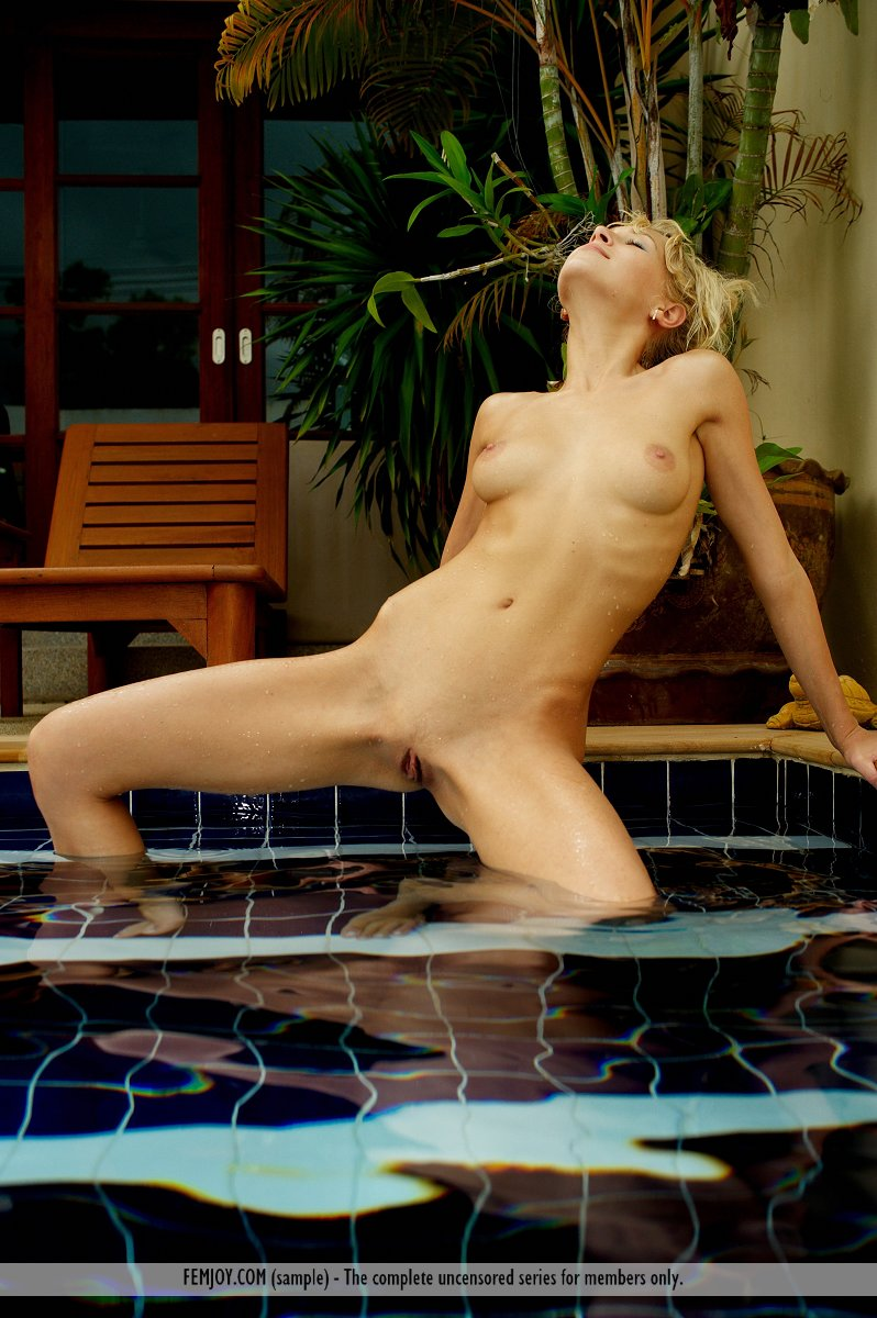 Evalina in the pool