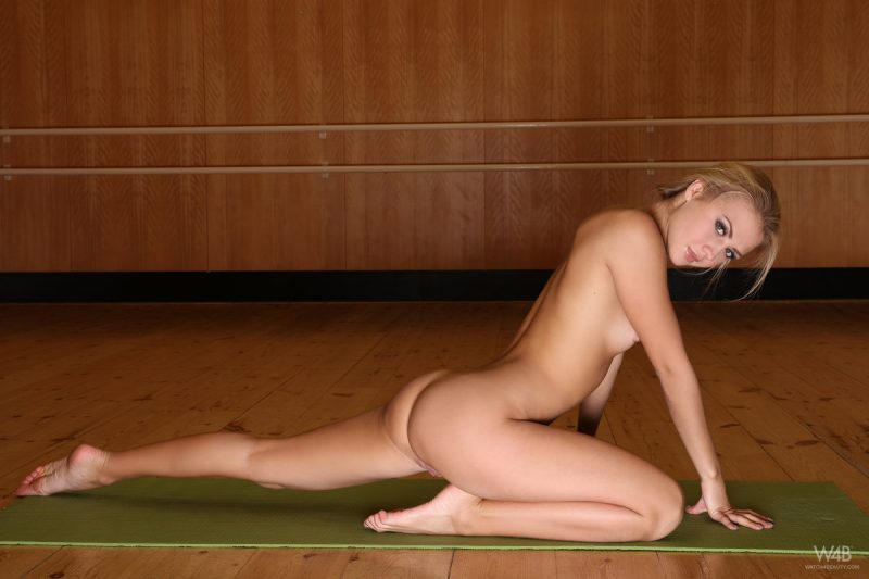 Jati exercising in gymnasium blonde flexible hella g jati small tits splits Young girls