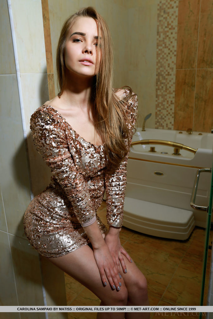 Carolina Sampaio in bathroom