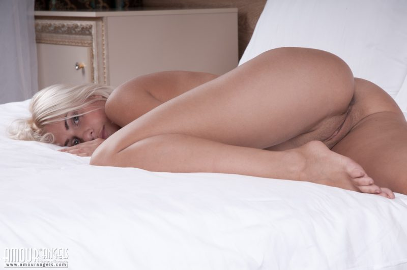 Cathy – Hot blonde in bedroom bedroom blonde cathy s piper a Pretty Ladies Viviene