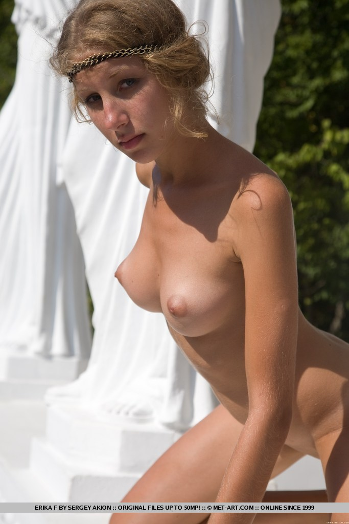 Erika – Greek goddess blonde Dress Up erika Young girls