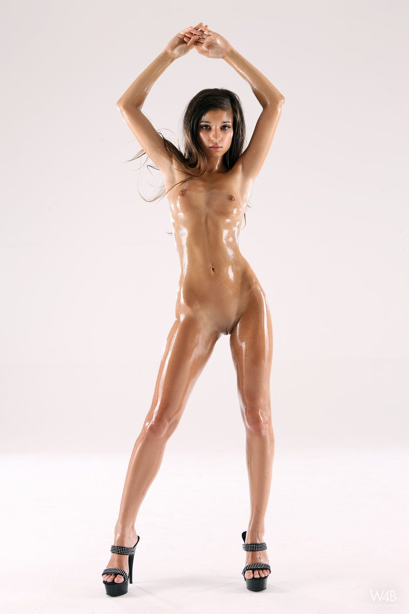 Nika – Naked oiled body