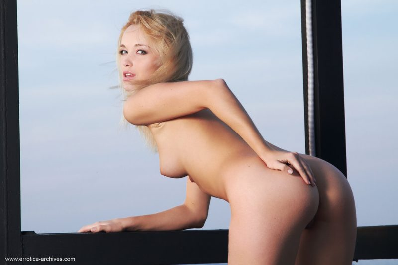 Alissa naked on the roof