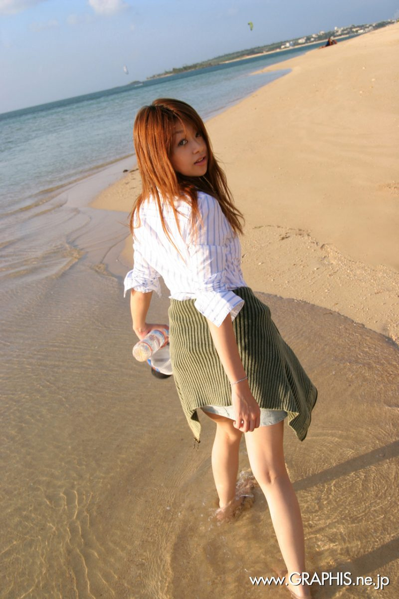Nagisa Sasaki on the beach