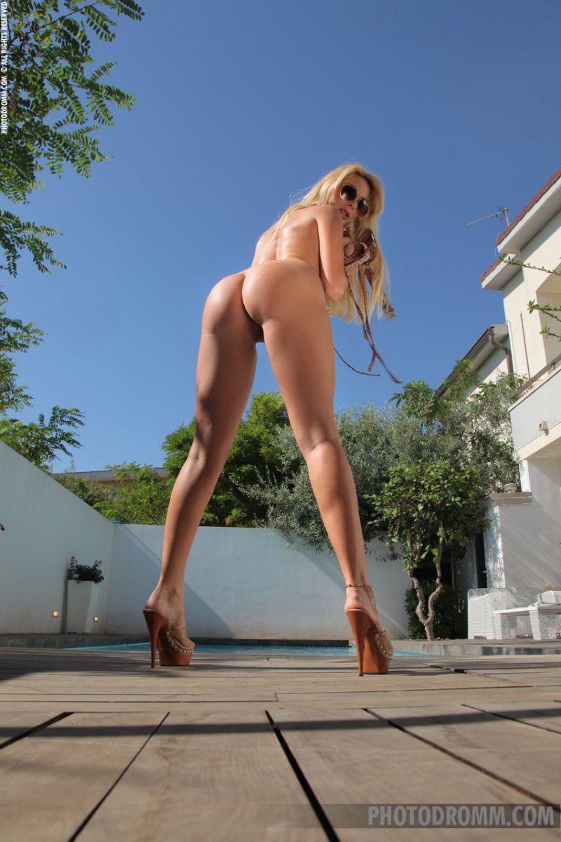 Jessica Dior – Backyard pool