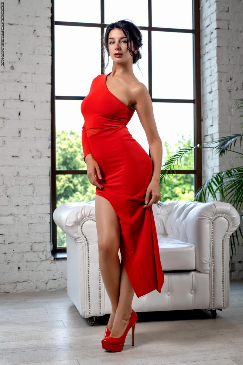 Sofie Lilith – Sexy long red dress
