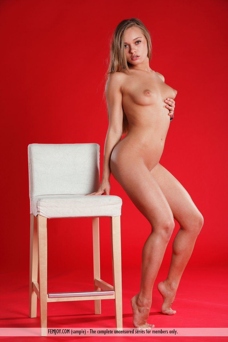 Willa naked on a bar stool