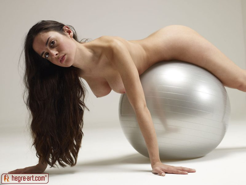 Muriel – Huge silver ball