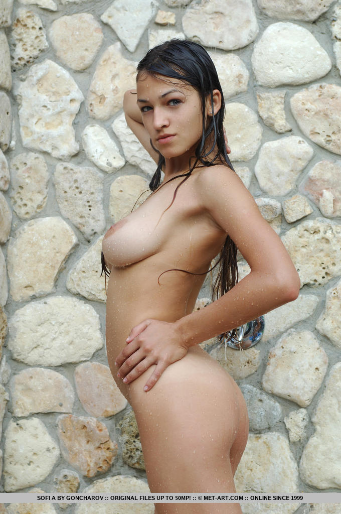 Sofi – Shower in the backyard