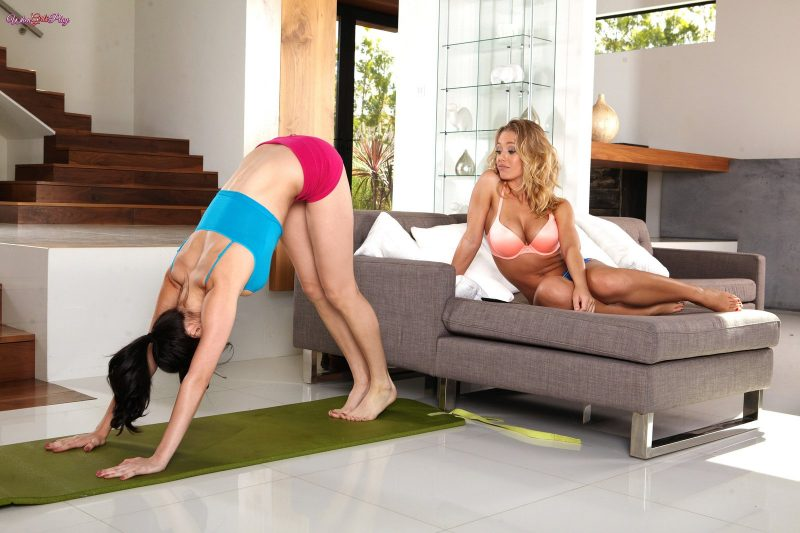 Nicole Aniston & Holly Michaels